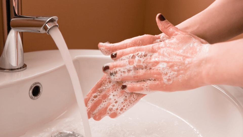 lens nasıl çıkarılır 1. ellerinizi yıkayın